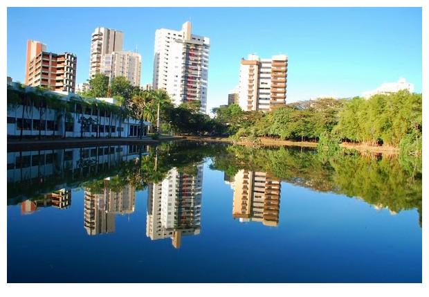 Lake in Bosque dos buritis gardens of Goiania