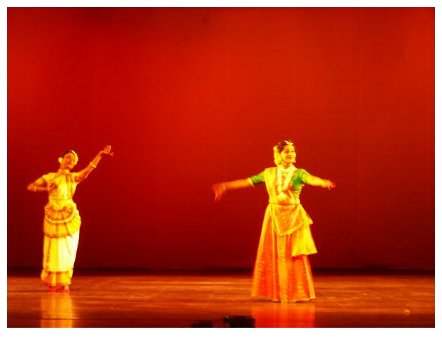 Bharathi Shivaji doing Mohiniattam and Shovana Narayan doing Kathak, Delhi, India
