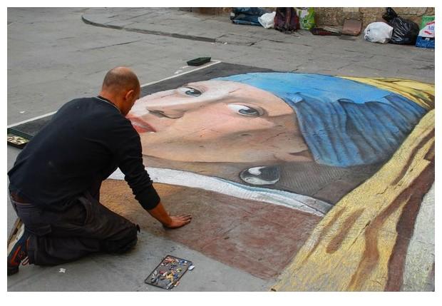 Street artist in Sienna, Italy
