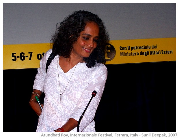 Arundhati Roy, author, Ferrara, Italy - images by Sunil Deepak, 2007