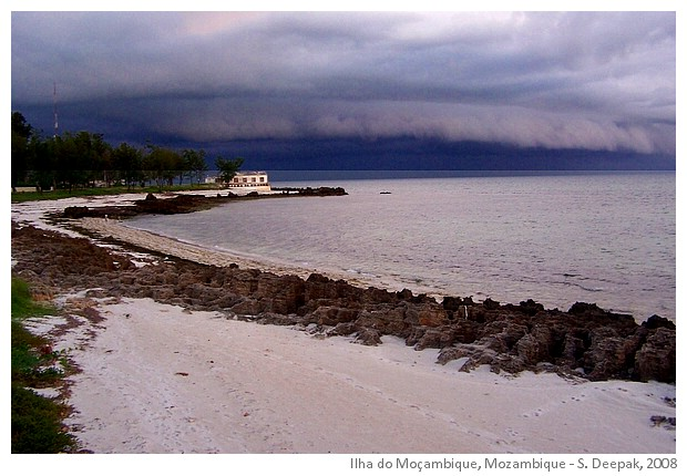 Seaside morning, Ilha do Mozambique - Image by Sunil Deepak, 2008