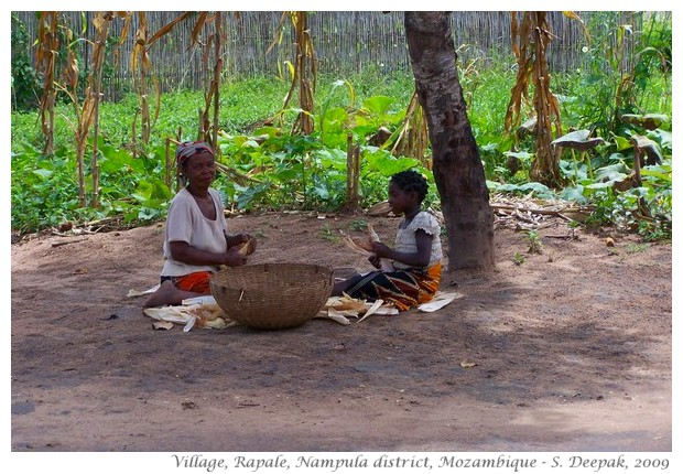 People with corn in Nampula, Mozambique - S. Deepak, 2009