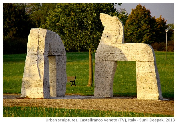 Two horses and arch sculpture, Castelfranco Veneto (TV), Italy - images by Sunil Deepak, 2013