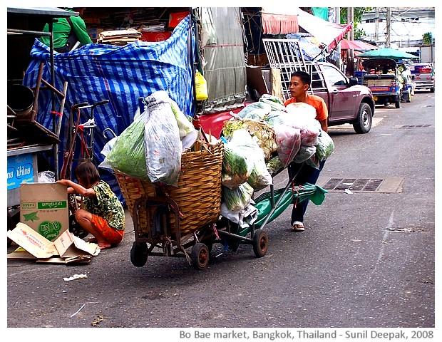 Men, Bo Bae market, Bangkok, Thailand - images by Sunil Deepak, 2008