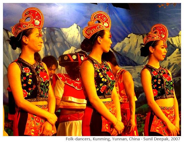 Folk dancers, Yunnan, China - images by Sunil Deepak, 2007