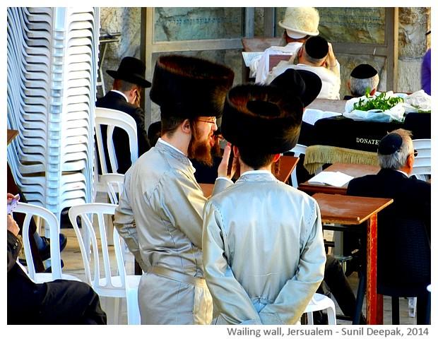 Orthodox jew men with payot, Wailing wall, Jerusalem - images by Sunil Deepak, 2014