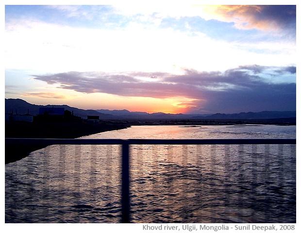 Ulgii river, Bayan Ulgii, Mongolia - images by Sunil Deepak, 2008