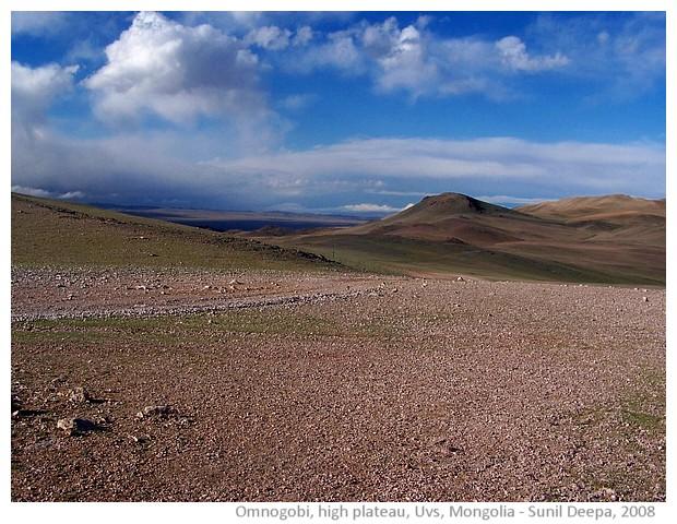 Omnogobi mountain plateau, Uvs, Mongolia - images by Sunil Deepak