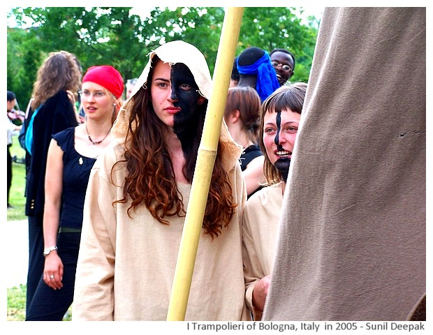 Trampolieri - stilt walkers of Bologna 2005-11, Images by Sunil Deepak