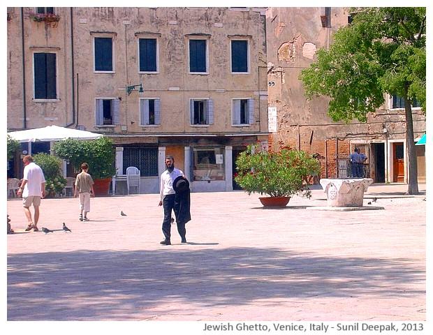 Venice walking tour, Jews ghetto, Italy - images by Sunil Deepak