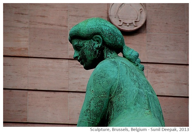 Bronze sculpture of nude woman, Brussels, Belgium - images by Sunil Deepak, 2013