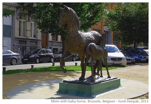 Mare with baby horse, sculpture, Brussels, Belgium - images by Sunil Deepak, 2013