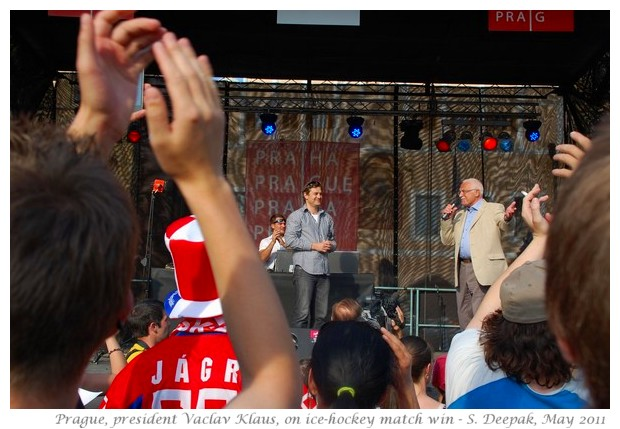 Fans of ice hockey in Prague, with Czeck president, Vaclav Klaus - images by S. Deepak