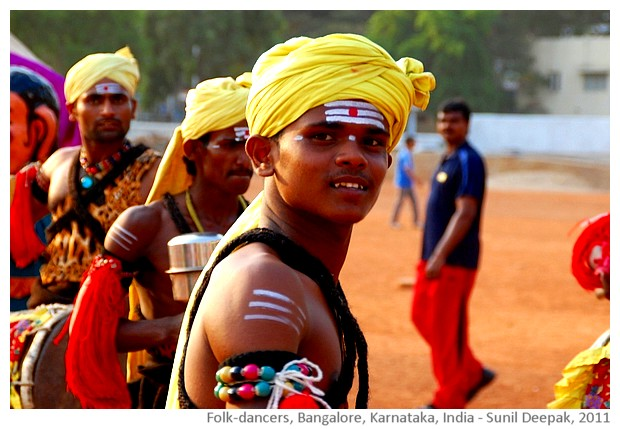 Folk dancers, Bangalore, Karnataka, India - images by Sunil Deepak, 2011