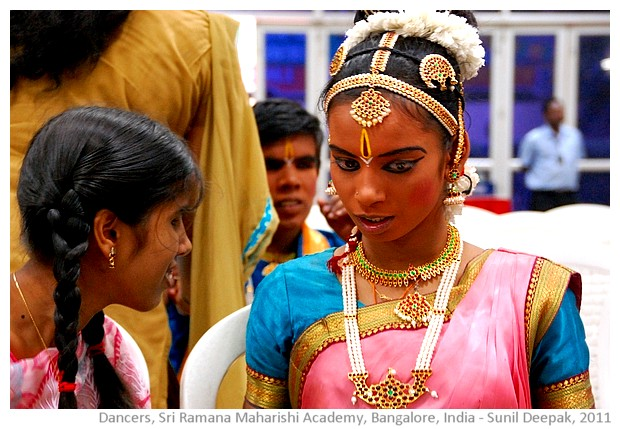 Blind student dancers, Bangalore India - images by Sunil Deepak, 2011