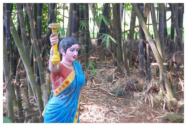 Statue of Women in blue sari, Bangalore, India