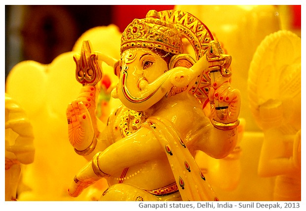 Ganapati Ganesh statues, Delhi, India - images by Sunil Deepak, 2013