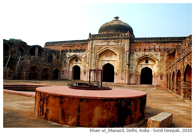 Khair-ul-Manazil building, Delhi, India - images by Sunil Deepak, 2010