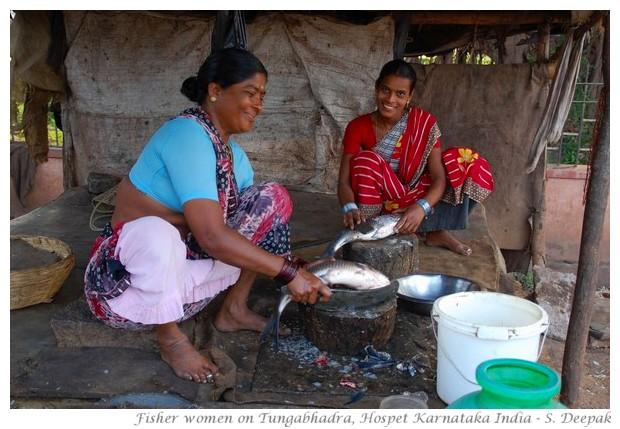 Fish seller women near Tungabhadra dam, Hospet, Karnataka, India - images by S. Deepak