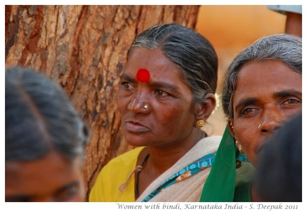 Women in Karnataka with red bindi on forehead - images by S. Deepak