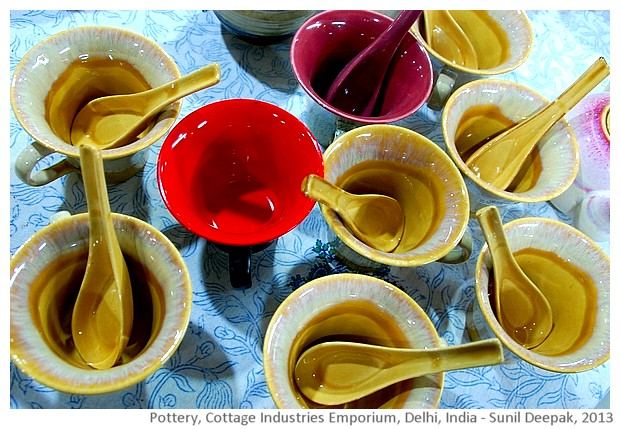 Red pottery, Delhi, India - images by Sunil Deepak, 2013