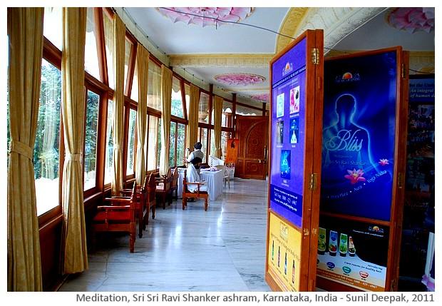 Yoga meditation, Sri Sri ashram, Karnataka, India - images by Sunil Deepak, 2011