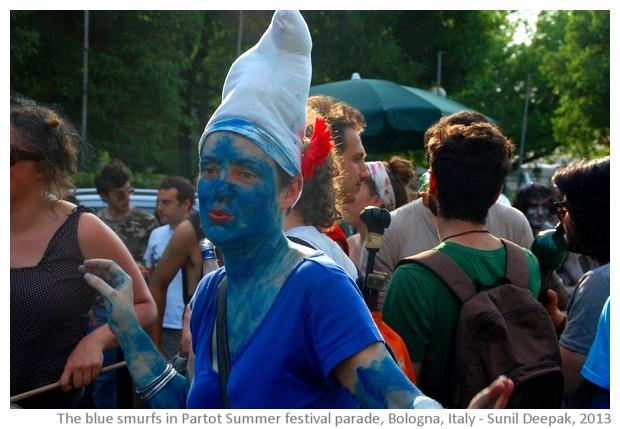 Blue smurfs at Bologna Par Tot Parade, Italy - images by Sunil Deepak, 2013