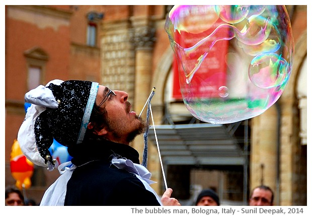 Soap bubbles man, Bologna centre, Italy - images by Sunil Deepak, 2014