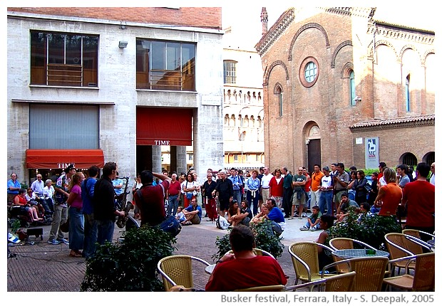 Buskers strret artists' festival, Ferrara, Italy - images by Sunil Deepak, 2005