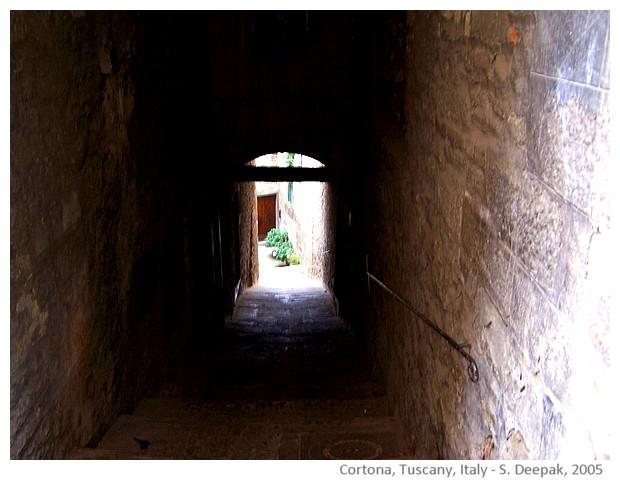 Cortona, Tuscany, Italy - images by Sunil Deepak, 2005