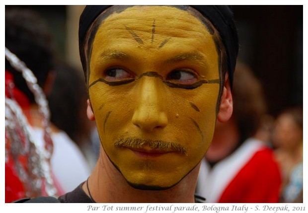 People with gold makeup- partot parade Bologna 2011 - images by S. Deepak