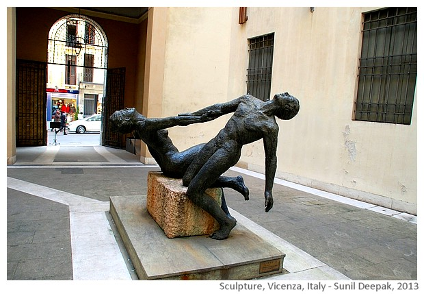 Nude couple sculpture, Vicenza, Italy - images by Sunil Deepak, 2013