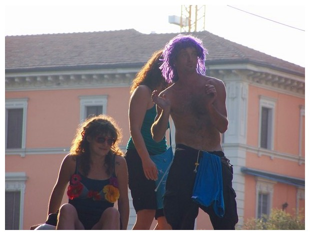 People with purple heads in Bologna summer festivals
