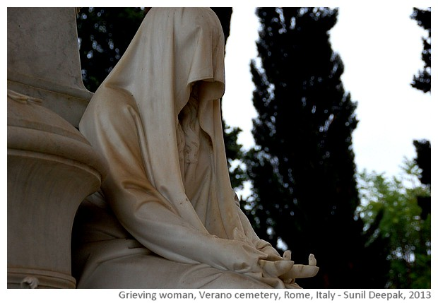 Grieving women sculptures, Verano cemetery, Rome, Italy - images by Sunil Deepak, 2013