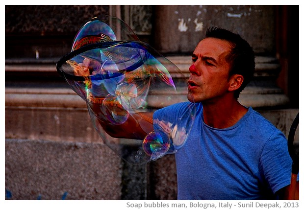 Soap bubbles man, Bologna, Italy - images by Sunil Deepak, 2013