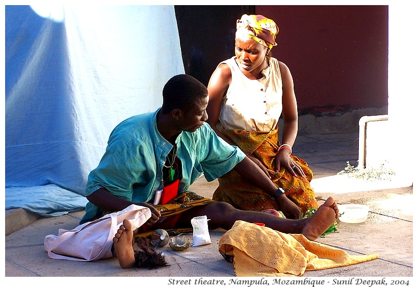 Rehearsal of street theatre, Nampula, Mozambique - Images by Sunil Deepak
