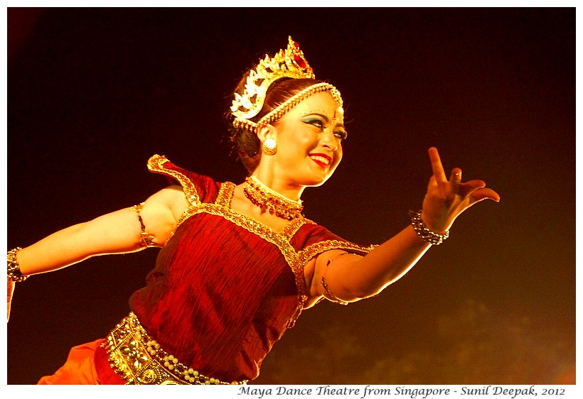 Dance by Maya Dance Theatre in Delhi, India - Images by Sunil Deepak