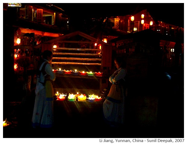 Night lights in Li Jiang, Yunnan, China - images by Sunil Deepak, 2007