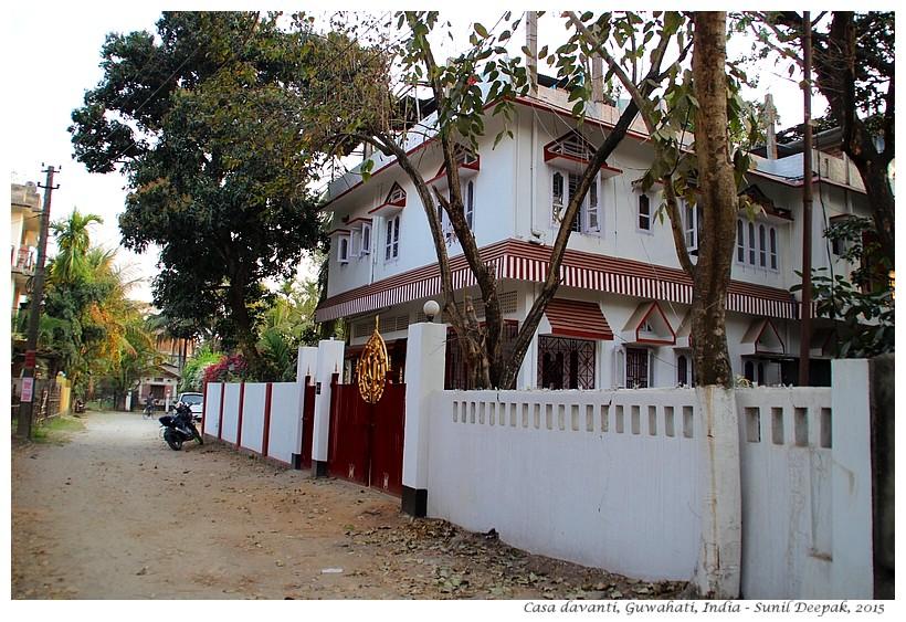 Casa, Davanti, Guwahati, India - Foto di Sunil Deepak