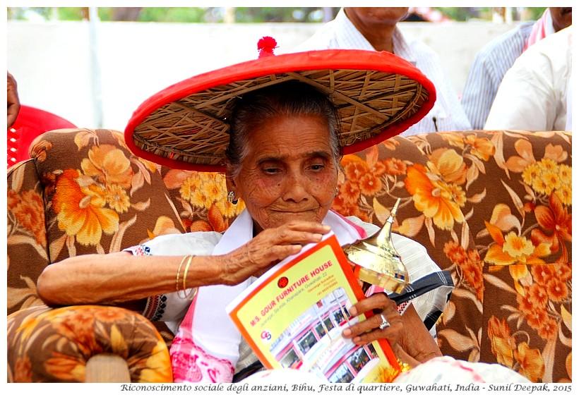Anziani a Bihu e la festa di quartiere, Guwahati, India - Foto di Sunil Deepak