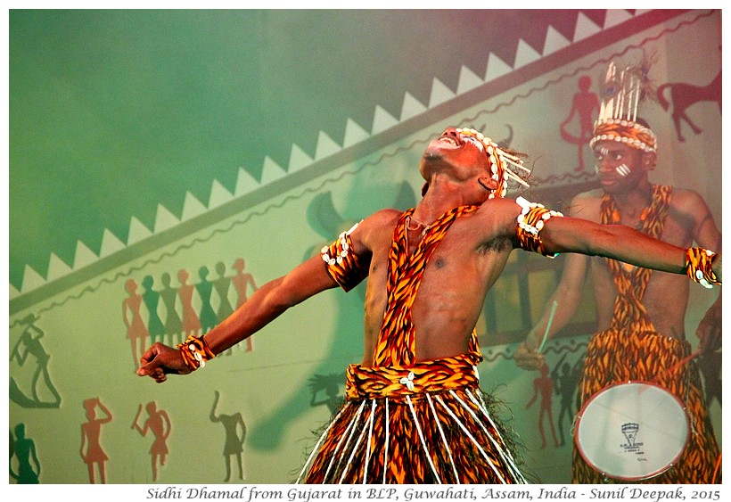 Sidhi Dhamal, Folk dance of Sidhi from Guajarat, India - Images by Sunil Deepak