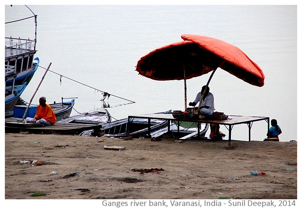 Beach umbrellas, Varanasi, India - images by Sunil Deepak, 2014