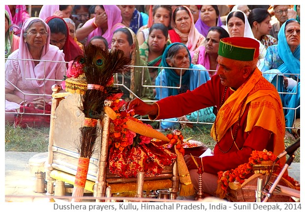 Dusshera prayers, Kullu, HP, India - Images by Sunil Deepak, 2014