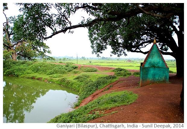 Ponds & temples in Ganiyari, district Bilaspur, Chattisgarh, India - images by Sunil Deepak, 2014