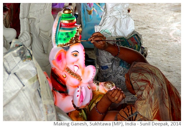 Making Ganesh statues, Sukhtawa, Madhya Pradesh, India - Images by Sunil Deepak, 2014