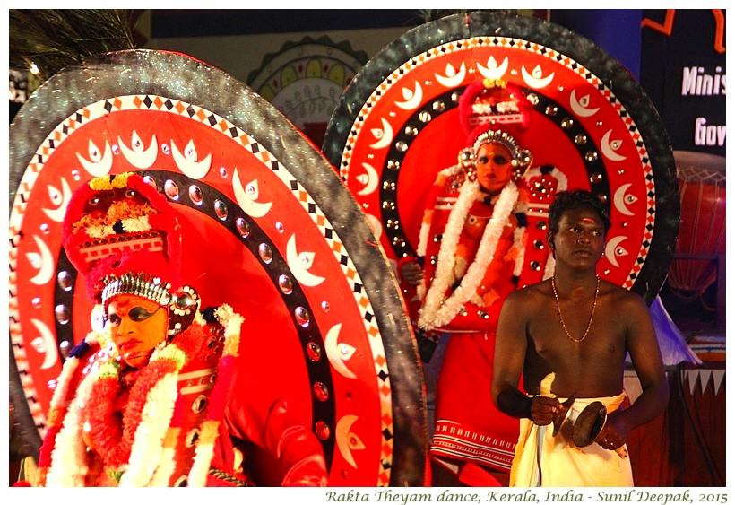 Rakta Theyyam dance, Kerala, India - Images by Sunil Deepak