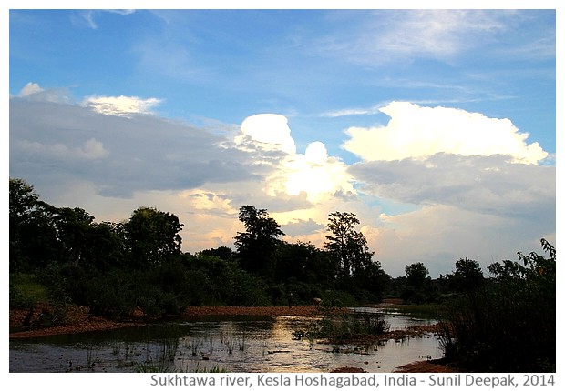Suktawa river, Kesla, Hoshangabad India - images by sunil Deepak, 2014