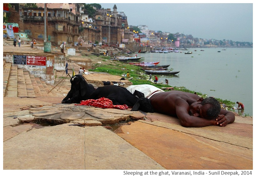 People sleeping, ghats, Varanasi, India - Images by Sunil Deepak, 2014