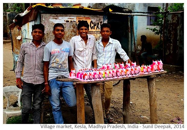 Weekly village market, Kesla, Hoshangabad, MP, India - images by Sunil Deepak, 2014