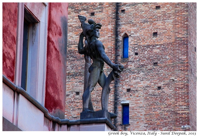 Sculpture, Contra Garibaldi, Vicenza, Italy - Images by Sunil Deepak